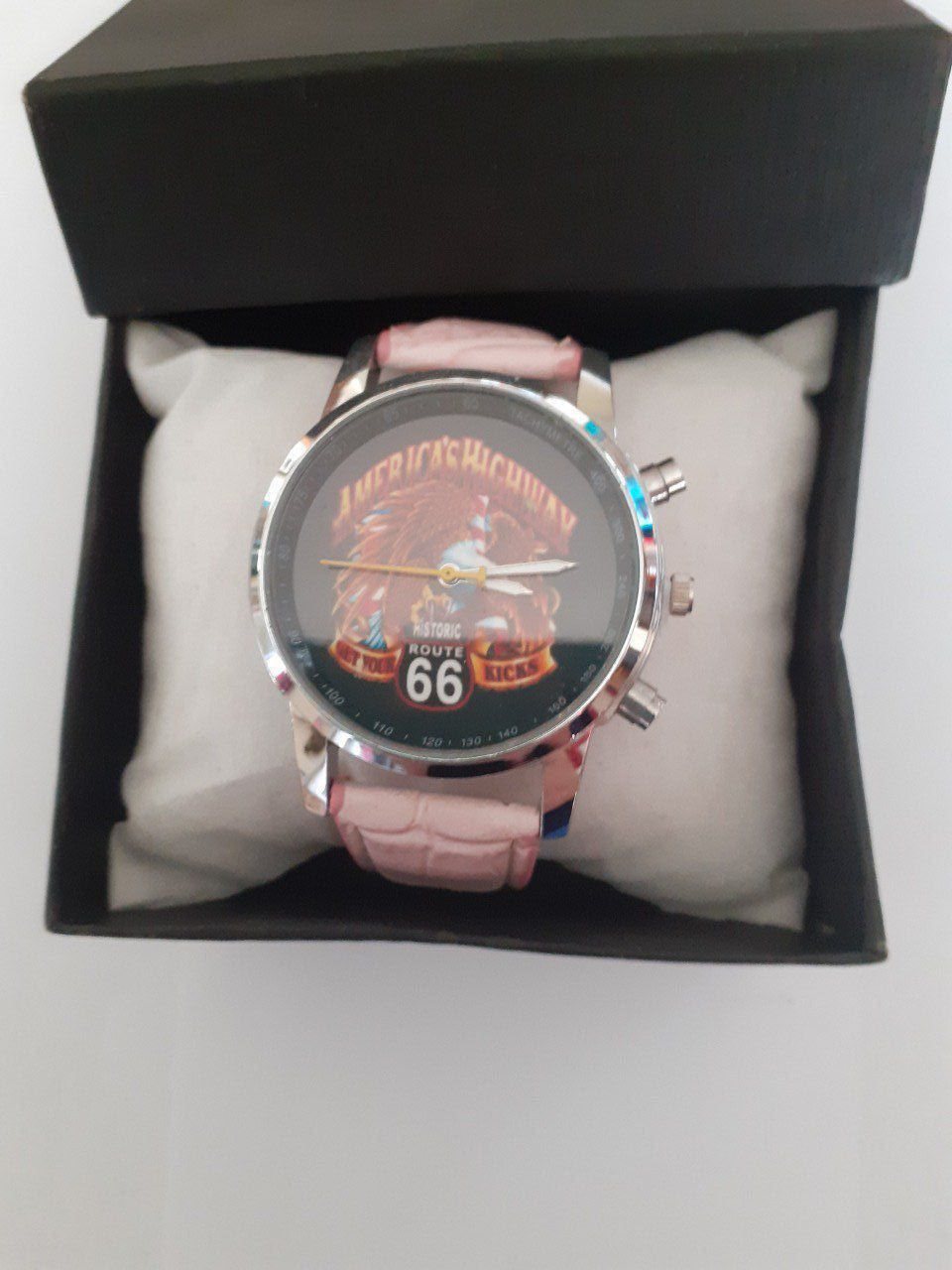 "Montre rose "" Americas Highway """